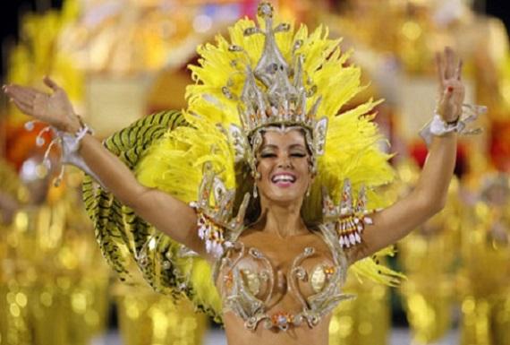 Танцовщица на праздновании Дня независимости